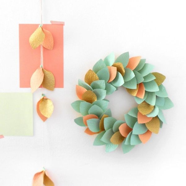 18 Modern Holiday Wreaths You Can Totally DIY