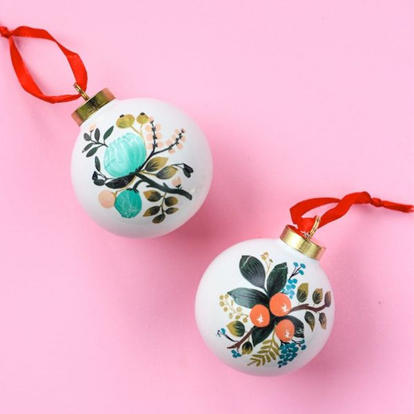 What to Make This Weekend: Marbled Cards, Painted Ornaments + More
