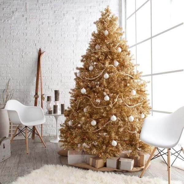 9 Ultra-Chic Monochromatic Christmas Tree Decorating Ideas