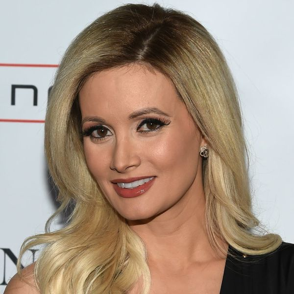 Holly Madison Just Channeled Her Inner Lizzie McGuire and Gave Us Pangs of '90s Nostaglia