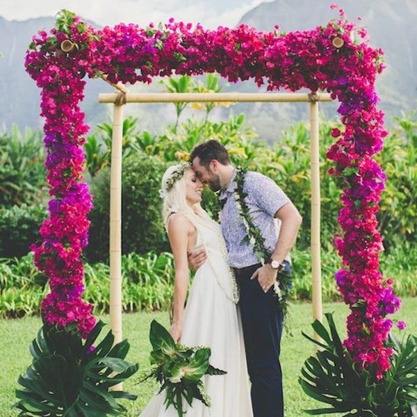 20 Outdoor Wedding Arches That We Can't Stop Obsessing Over