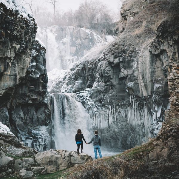 This PNW Waterfall Engagement Shoot Is Pure Outdoorsy Gold