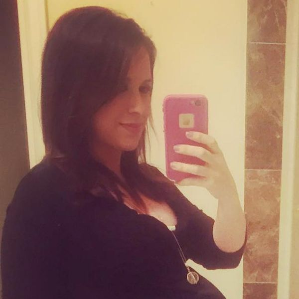 Morning Buzz! Lacey Chabert Is Ready to Pop in This Adorable New Baby Bump Pic + More