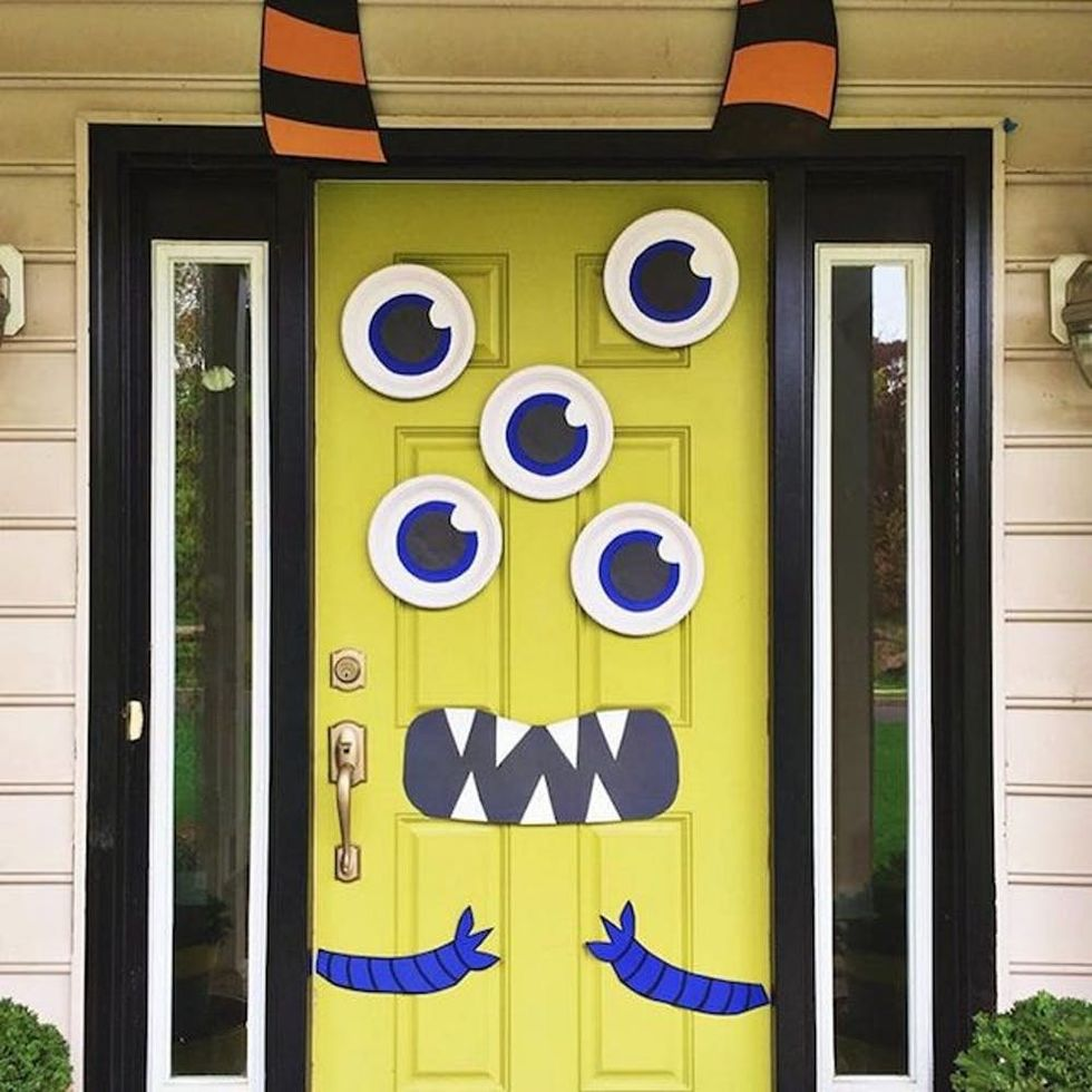 30 Spooky Halloween Door Decorations to Rock This Year