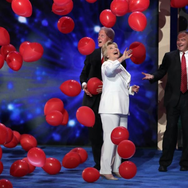 Everything You Need to Fully Appreciate Bill Clinton and His Love of Balloons