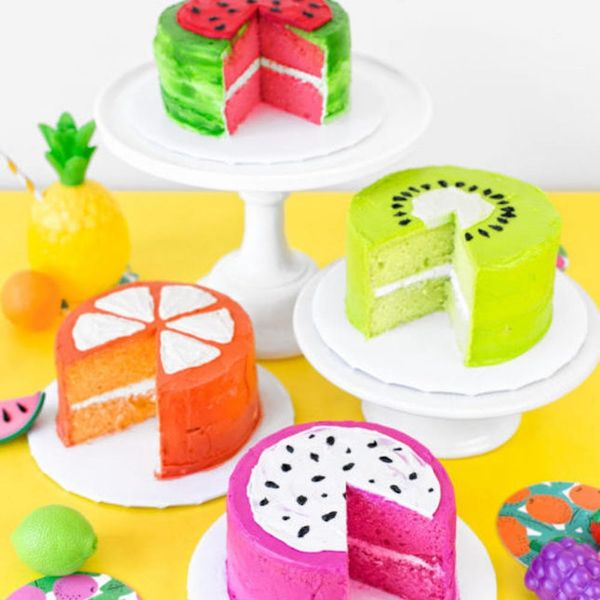 What to Make This Weekend: Flamingo Marquee Light, Tropical Fruit Cakes + More