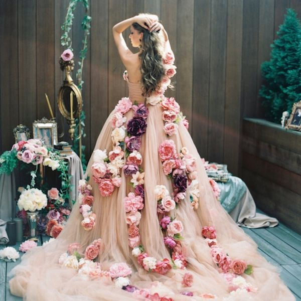 11 Non-Flower Crown Ways to Wear Flowers on Your Wedding Day
