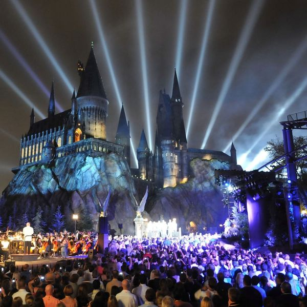 Morning Buzz! This Hogwarts Tribute to the Orlando Victims Is Guaranteed to Make You Cry + More