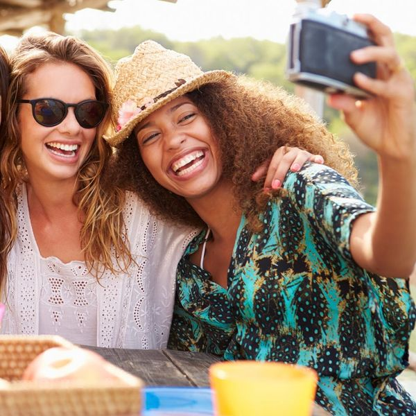 New Shade-Throwing Study Says Selfie Takers Might Be Vain AF