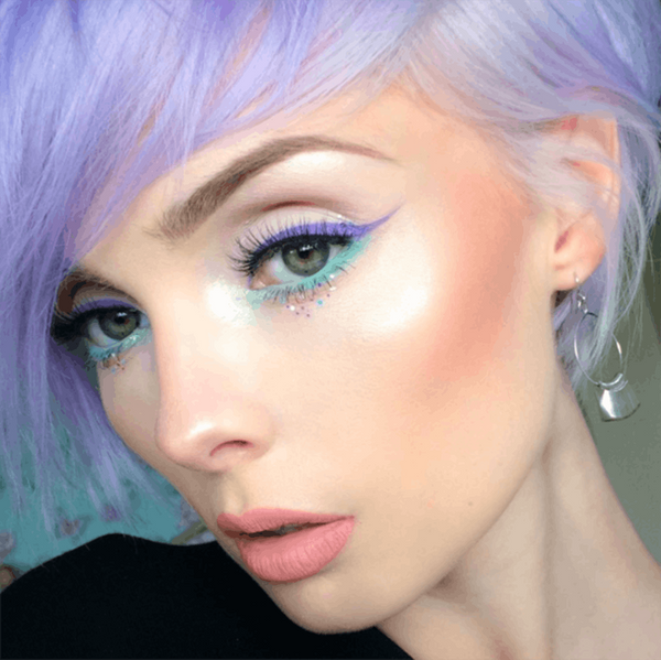 This Bold Eyeliner Trend Will Make Your Eye Color POP
