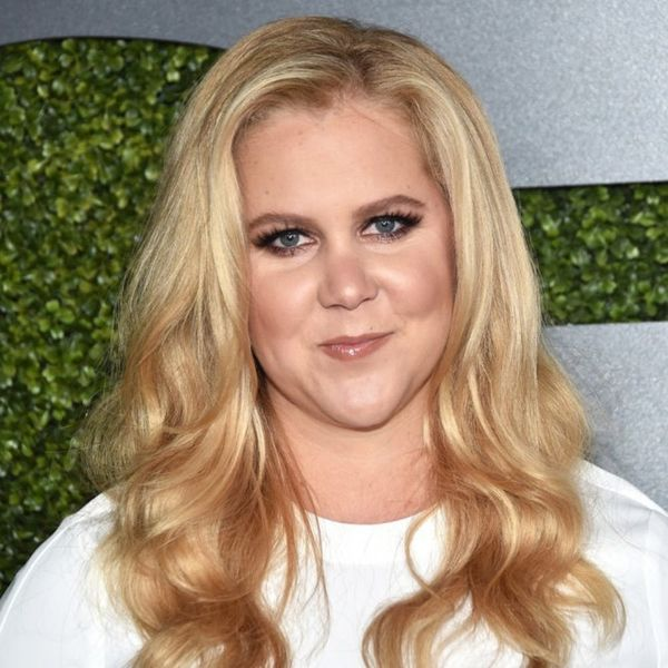 Amy Schumer Hijacks a Stranger's Tinder Account and Sets Things On FIYAH (er, Fire)
