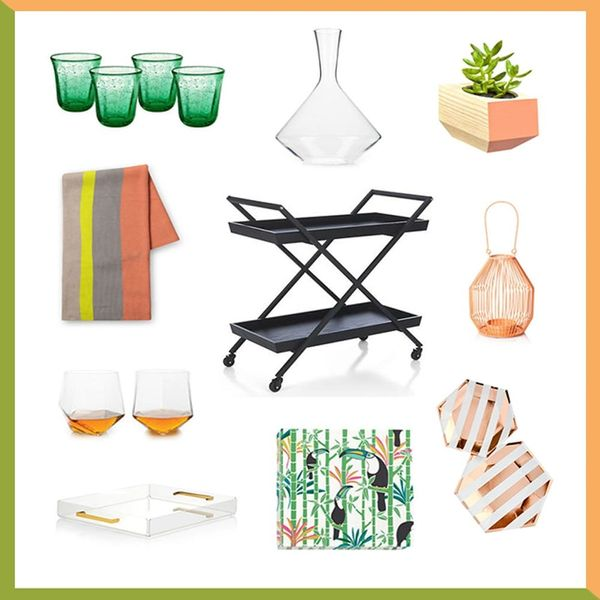 3 Summery Ways to Decorate Your Outdoor Bar Cart