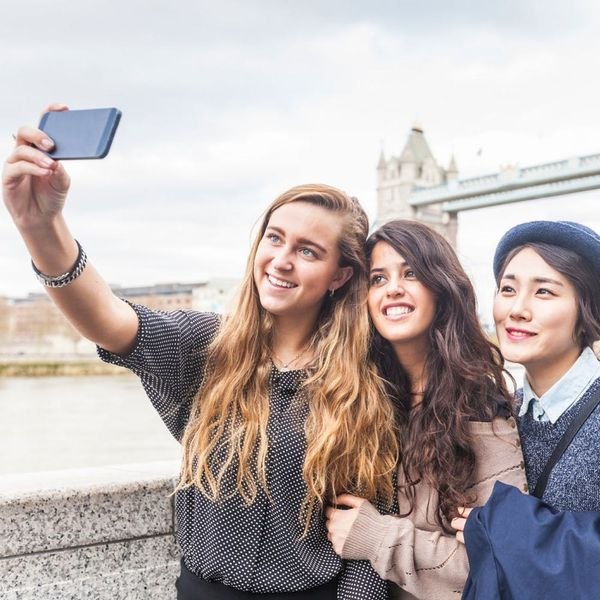8 Ways to Keep in Touch With Your Travel Besties