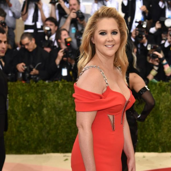 Amy Schumer Teaches Us How to Get Off an Inflatable Flamingo and It's Predictably Hilarious