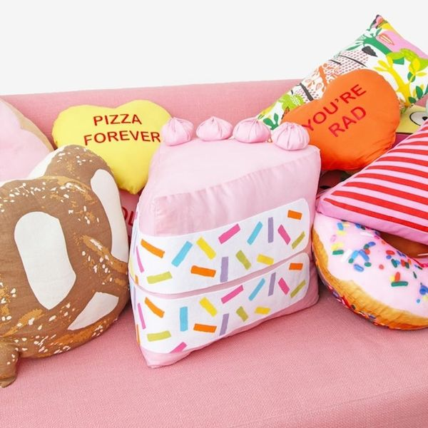 17 DIY Pillows That Are Too Cool to Be a Square