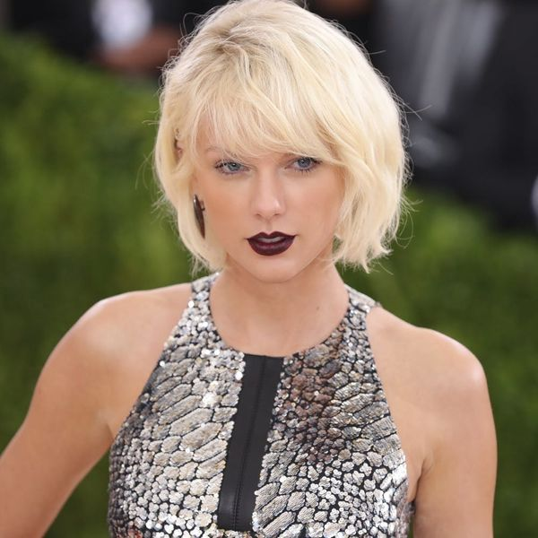 Taylor Swift Shares a Pic of Her Vogue Cover