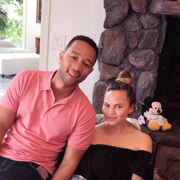 Morning Buzz! Chrissy Teigen Proves She's Not Human in This New Post-Baby Pic + More