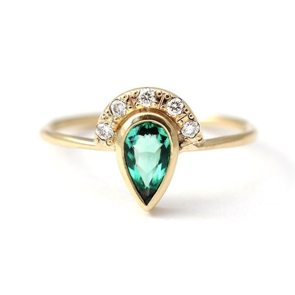 17 Gorgeous Non-Traditional Emerald Engagement Rings for May Babes