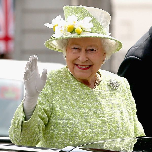 The Queen Just Threw Shade at the Obamas in the Most Epic Way Possible