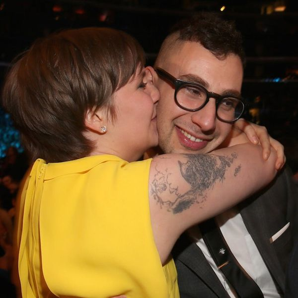 Morning Buzz! Lena Dunham Shows Off a Special Anniversary Ring from Her BF + More