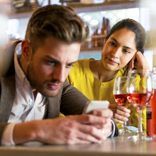 The Creative Way This Bar Will Help You Get Out of a Bad Tinder Date