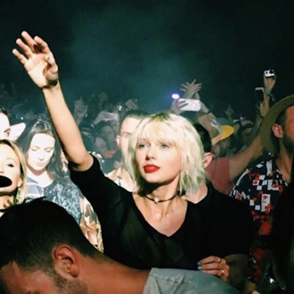 Morning Buzz! Taylor Swift Is the IRL Heart Eyes Emoji in This Hilarious Pic + More
