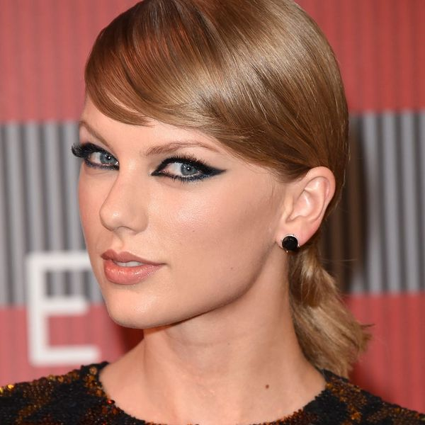 Taylor Swift Looks Surprisingly AWESOME as a Brunette