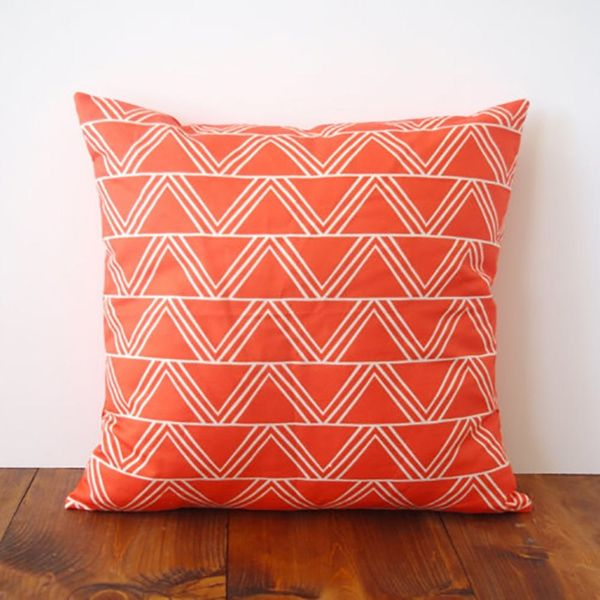 10 Pretty Pillows to Punch Up Your Sofa