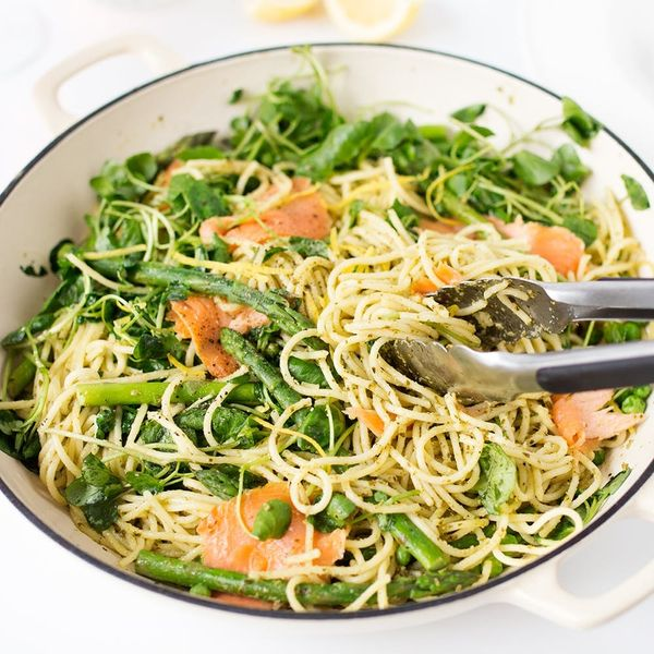 This Easy One-Pot Pesto Pasta Smoked Salmon Dinner Recipe Takes Less Than 20 Minutes