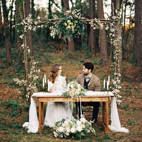 10 Stunning Sweetheart Tables for Creative Couples