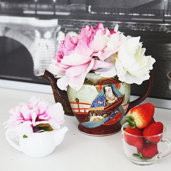 How to Arrange Flowers in a Teapot