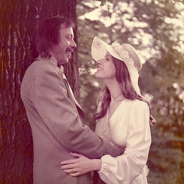 40 Years Later, This Couple Recreated Their Adorable Wedding Photos