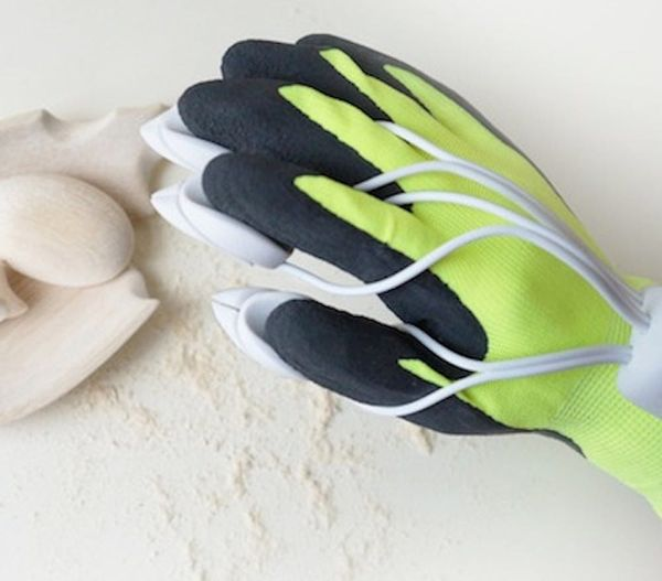 These Weird Gloves Let You Carve Wood and Stone With Your Fingers