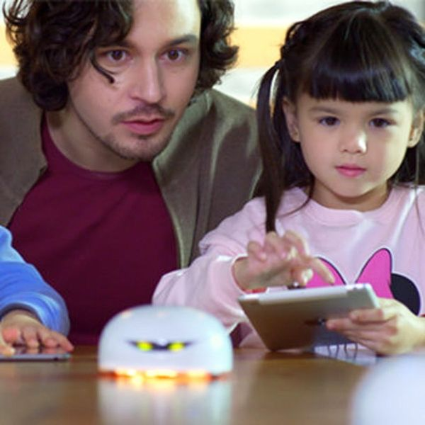 This Kickstarter Robot Brings Your Family Closer to That Jetsons Life