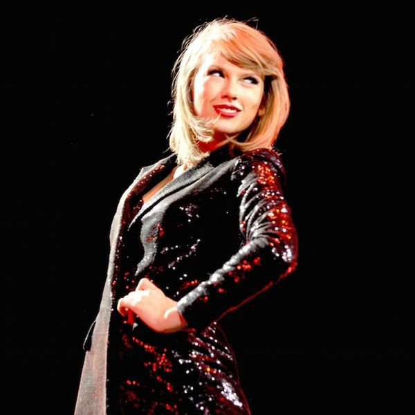 Karlie Kloss Had the Best DIY Taylor Swift Concert Sign EVER