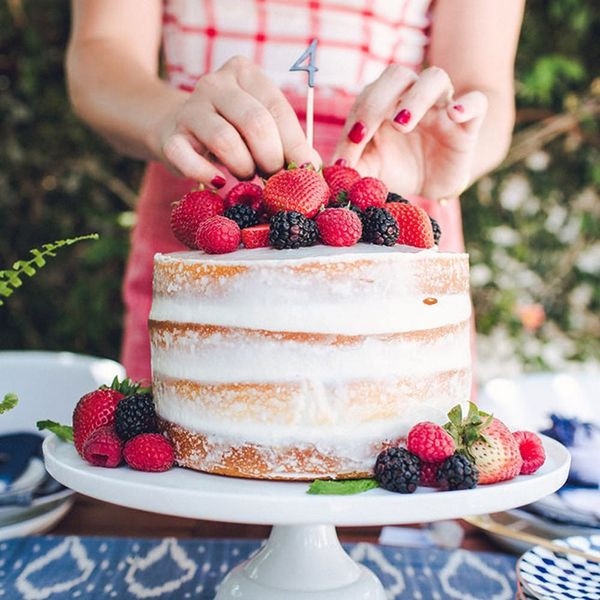 1 Cake + 2 Delicious Cocktails Your 4th of July Bash Needs