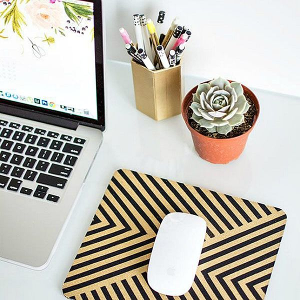 Improve Your Mondays With These 19 Cubicle Decorating Tips