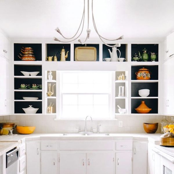 22 Ideas for Styling Open Kitchen Shelves