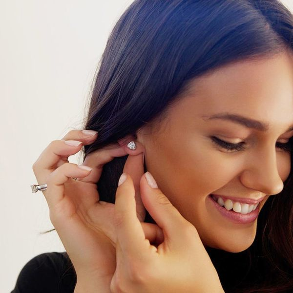 Never Lose Your Earring Again Thanks to This New Hack