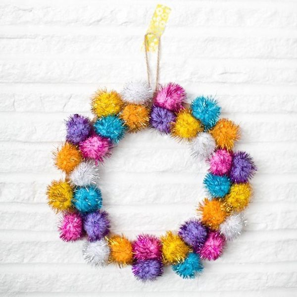 17 Leafless Holiday Wreaths You Can Totally DIY