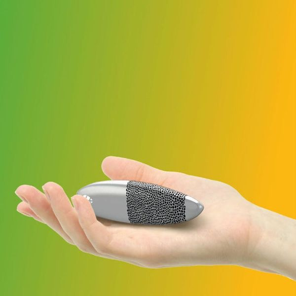 This Wearable Tracks and Cleans the Air Around You