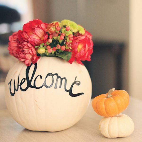 12 Ways to Use Flowers in Your Halloween Decor