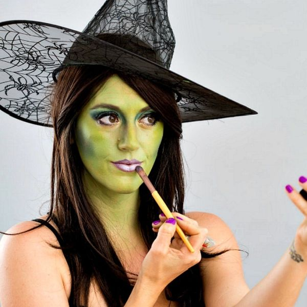 15 All-Natural Beauty Alternatives for Your Halloween Makeup