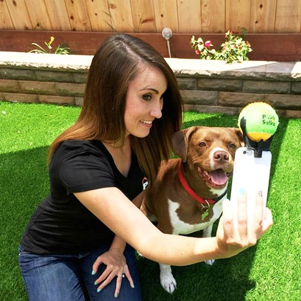 This Gadget Helps You Take Perfect Selfies With Your Dog