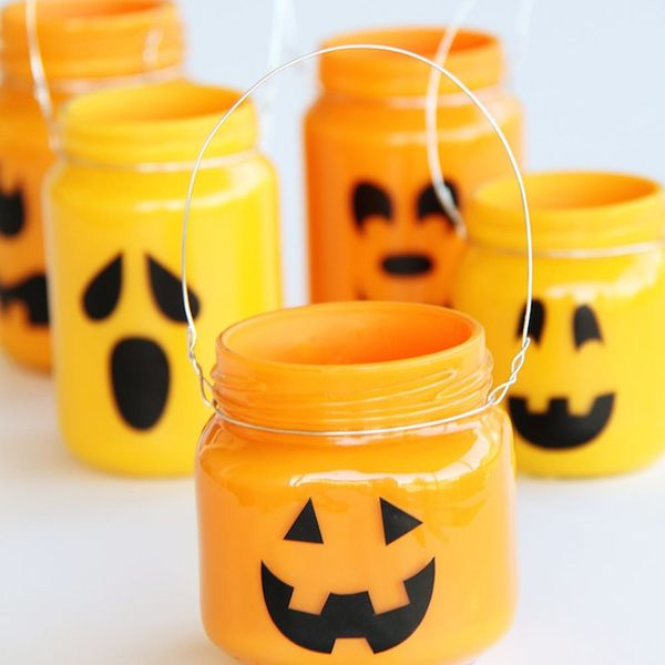 12 Ways to Use Mason Jars in Your Halloween Decor