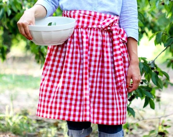 11 Aprons You'll Want to DIY Before Your Next Party