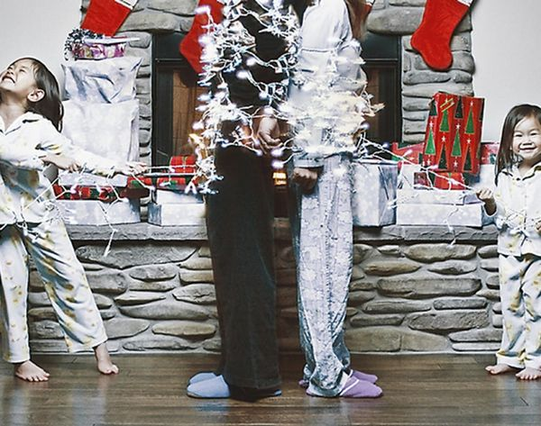 15 Hilarious Holiday Family Photo Ideas You Should Steal