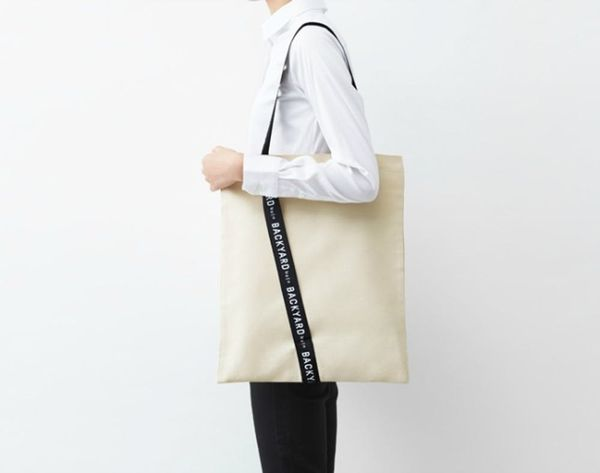 Whoa! This Gift Wrap Turns into a Tote