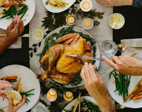 How to Set The Ultimate Friendsgiving Table