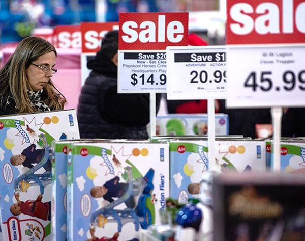 This Christmas Sale Tracker Tells You When to Shop This Season